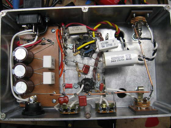 2W electric guitar amplifier under the chassis
